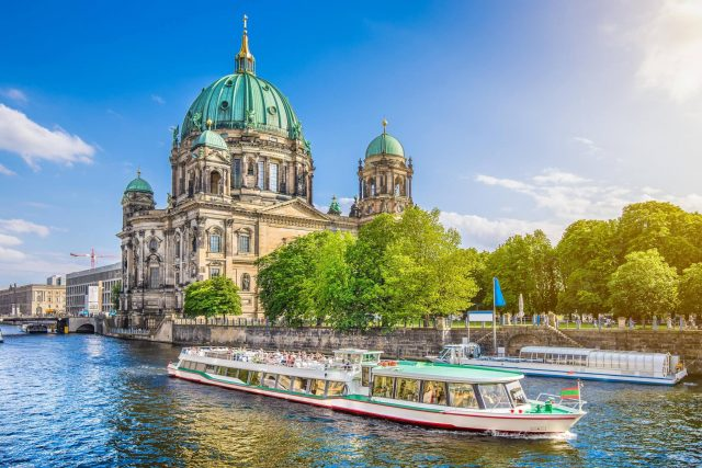 http://travelicious.bold-themes.com/main-demo/wp-content/uploads/sites/2/2018/09/destination-berlin-02-640x427.jpg