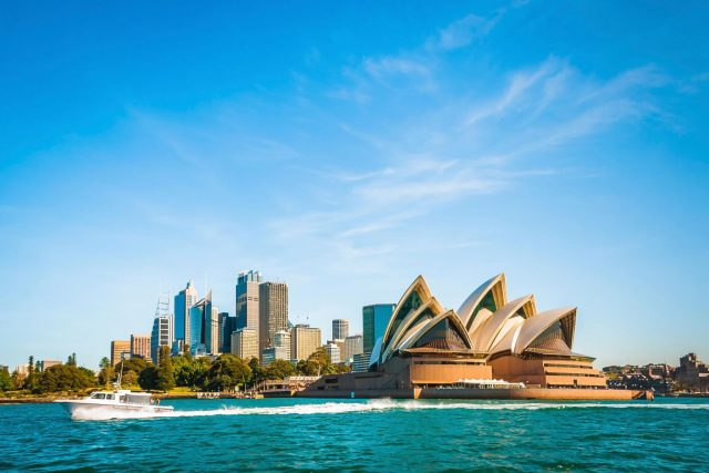 http://travelicious.bold-themes.com/main-demo/wp-content/uploads/sites/2/2018/09/destination-sydney-08-640x427.jpg