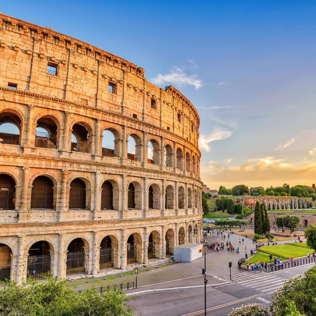 http://travelicious.bold-themes.com/main-demo/wp-content/uploads/sites/2/2018/09/rome_01-640x640.jpg