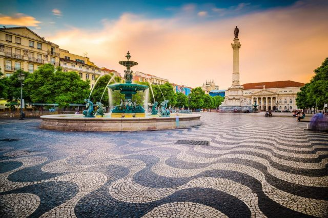 http://travelicious.bold-themes.com/main-demo/wp-content/uploads/sites/2/2018/09/tour-portugal-01-640x427.jpg