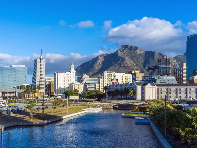 https://travelicious.bold-themes.com/main-demo/wp-content/uploads/sites/2/2018/08/post_capetown_02-640x480.jpg