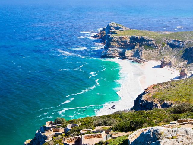 https://travelicious.bold-themes.com/main-demo/wp-content/uploads/sites/2/2018/08/post_capetown_03-640x480.jpg