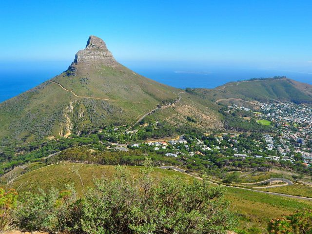 https://travelicious.bold-themes.com/main-demo/wp-content/uploads/sites/2/2018/08/post_capetown_05-640x480.jpg